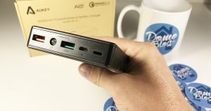 aukey-20000-exteranl barrety-charger-batterie-externe-chargeur-iphone-android-samsung-test-ports