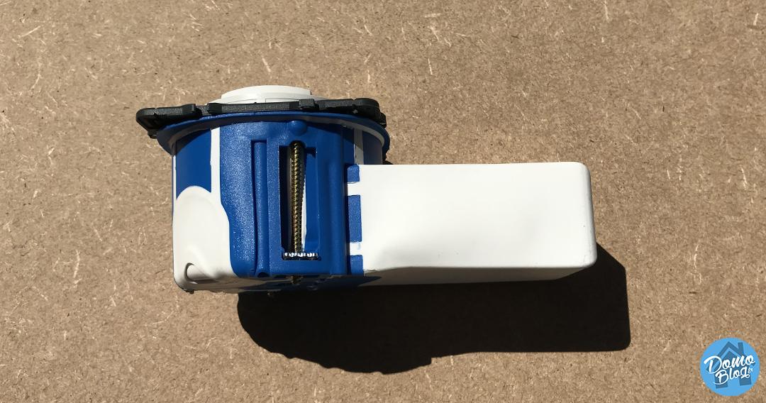 boite-chaussette-encastrement-domotique-iot-module-fibaro-qubino