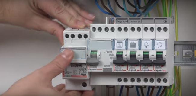 legrand-parafoudre-tableau-electrique-protection-maison