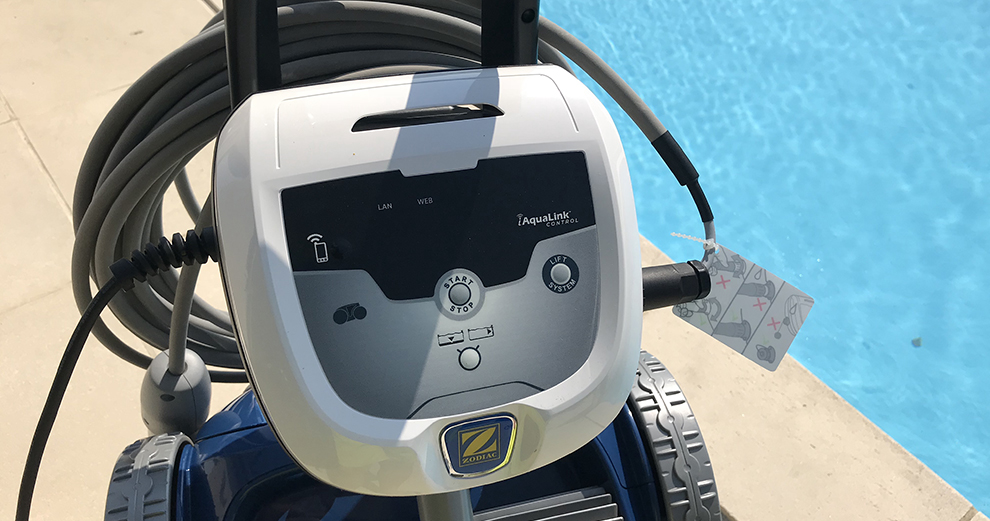 test-zodiac-robot-piscine-nettoyage-domotique-smarthome-rv5480iq-console-connectee-aqualink