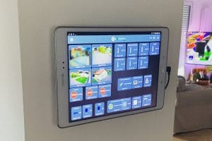 tablette-controle-domotique-smarthome-iot-eedomus-jeedom-philipshue