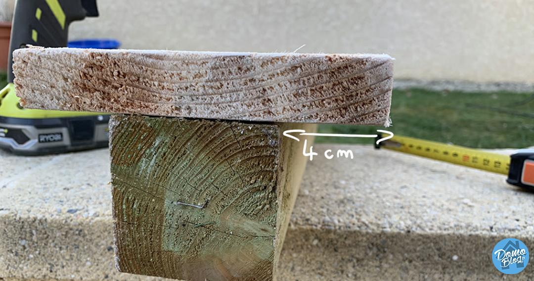 fixation-planche-bois-projet-domotique-balise-jardin